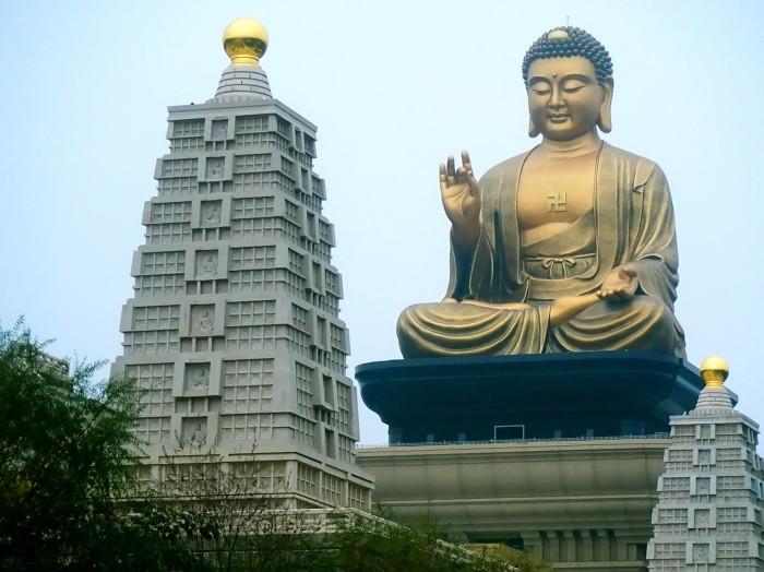 Buddha_Memorial_Hall,_Fo_Guang_Buddha_(Fo_Guang_Shan,_Taiwan).jpg